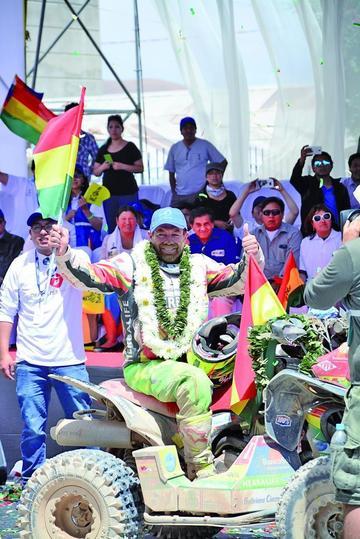 Pilotos bolivianos pisan fuerte en su tierra