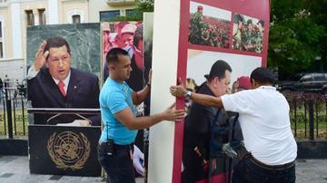 Chavismo se moviliza en contra del retiro de imágenes de su líder