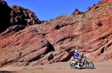 Toby Price, nuevo líder de motos tras ganar la octava etapa