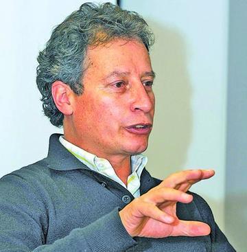 Ministro Navarro presentará informe de la gestión 2015