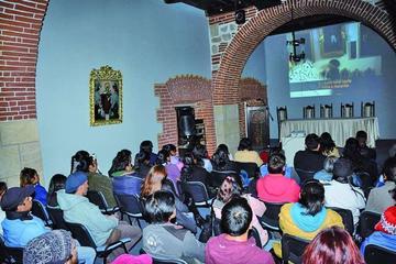 Proyectan video de Mujeres Creando pese al cierre del teatro M. Omiste