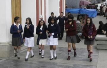 Pensiones escolares subieron hasta en 171% en seis años