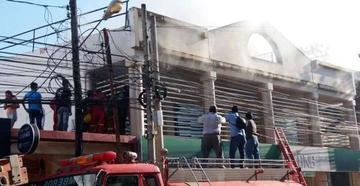 Se quema parte de la sede del Banco Nacional de Bolivia en Trinidad