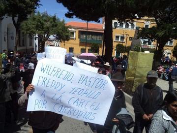 Comunarios de Cantumarca marchan contra jueces y vocales de justicia