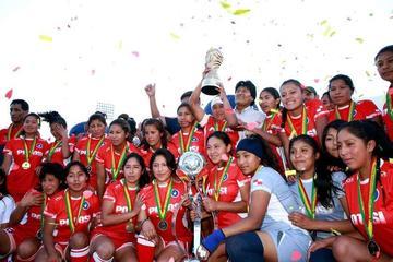 Potosí regresa de Oruro con el trofeo de la Copa Plurinacional