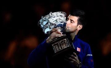 Djokovic gana e iguala los títulos de Emerson
