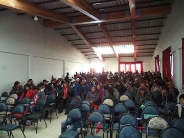 Maestros rurales acuden a sus regiones pese a bloqueos