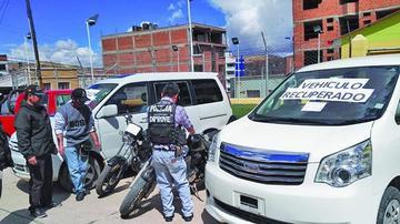 Diprove exhibe dos vehículos recuperados en operativos