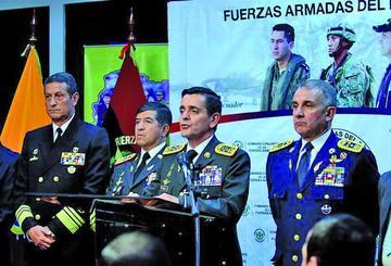 Rafael Correa anuncia destitución del Alto Mando de las FF.AA.