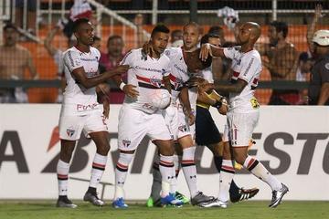 Sao Paulo avanza en la Copa