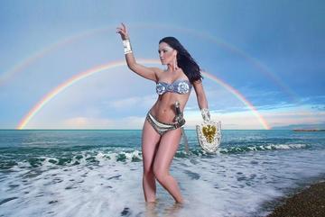 Jennifer Salinas se declara lesbiana y anuncia que divorcio está en curso