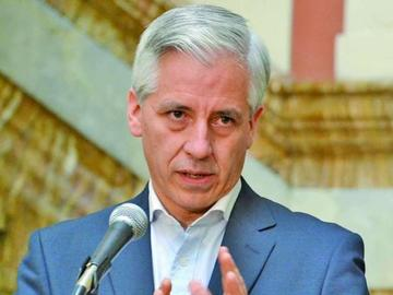 Vicepresidente admite que no obtuvo su título universitario