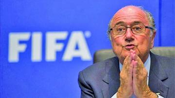 Blatter defiende su caso ante la FIFA