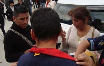 Agreden a seis periodistas en la quema del predio edil