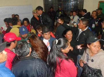 Vecinos defendieron sus votos en dos mesas