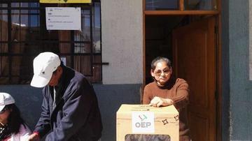 Vecinos defienden sus votos en las mesas de la zona San Benito