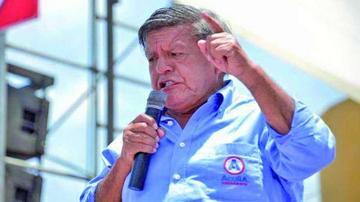 Multan a candidato presidencial por entregar dinero a electores