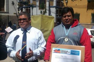 Nina y Yucra son condecorados por logros obtenidos a nivel internacional
