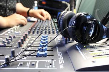 Alistan alternativa para evitar el cierre de radios