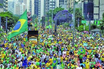 Miles en Brasil se manifiestan para destituir a Dilma Rousseff