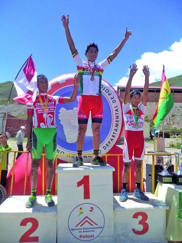 Potosinos suben al podio en el nacional de Bicimontaña