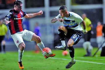 Gremio empata en el final y complica a San Lorenzo