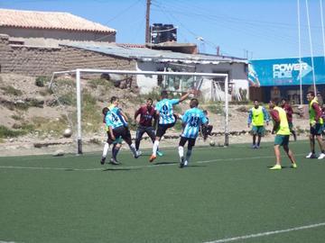La banda roja tiene una práctica de fútbol con Atlético Rosario Central