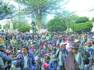 Comunarios definen hoy en un cabildo posible bloqueo de vías