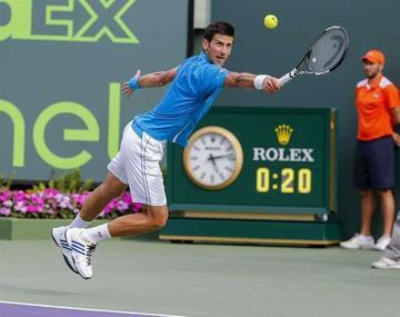 Djokovic sufre para ganar a Thiem en Miami