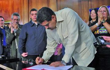 Maduro admite corrupción en la distribución de medicamentos
