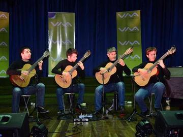 Deleita recital de cuatro guitarras