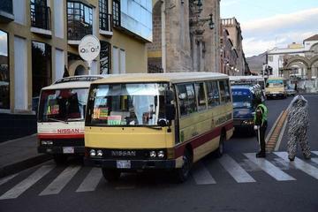 Cierran las calles del centro de la ciudad al transporte en Potosí