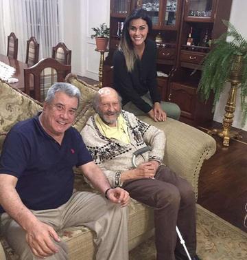 El padre Xavier Albó visita al exprefecto Fernández
