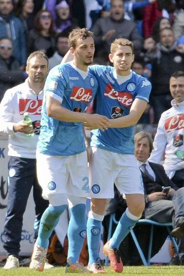 El Nápoles golea sin Higuaín al Verona