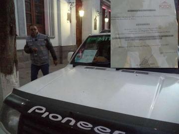 Alcaldía otorga autorización a un coronel para estacionar donde quiera
