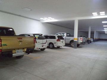 Alcaldía habilita área de parqueo de vehículos en parque 10 de Noviembre