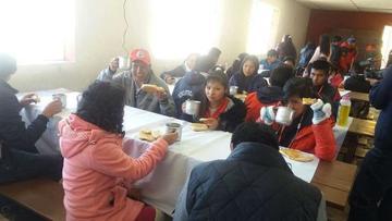 Los estudiantes observan cómo Chile se lleva el agua del Silala