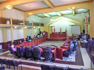 La Asamblea aprueba delegar competencias al gobernador