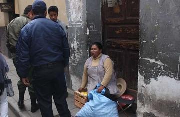 Tropiezan con dificultades para ordenar zona del mercado Uyuni