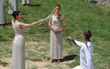 La llama olímpica inicia su travesía rumbo a Río