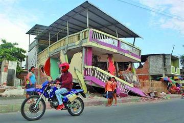 Ecuador ayuda a familias tras sismo que mató a más de 600