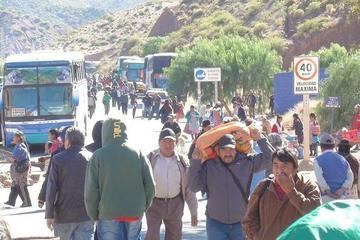 Tupiza cumple primer día de contundente paro cívico con bloqueo de caminos