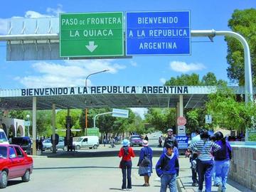 Cancillería frena paro de Villazón y cierre del puente internacional