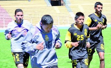 Dino Huallpa es baja y Eduardo Ortiz es la duda para el duelo de mañana