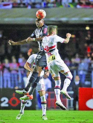 Sao Paulo derrota a Atlético Mineiro