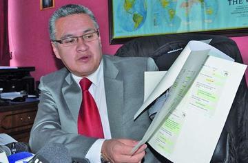 León se contradice sobre el hijo del presidente Morales