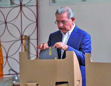 Danilo Medina lidera la votación presidencial en República Dominicana