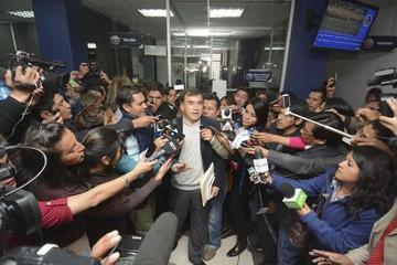 El ministro Quintana entrega pruebas y pide seriedad ante chats