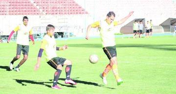 Real ensaya un sistema con 3 delanteros para retar al Tigre