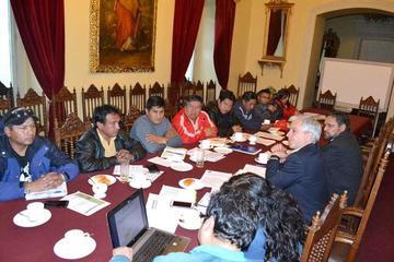 Los fabriles exigen negociar con Morales por el cierre de Enatex
